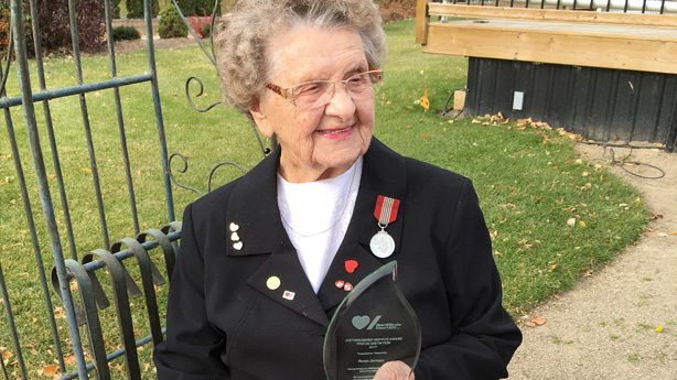 <p>Rose Jarman with the Heart &amp; Stroke Distinguished Service award, which she received in 2017.</p> <div>&nbsp;</div>